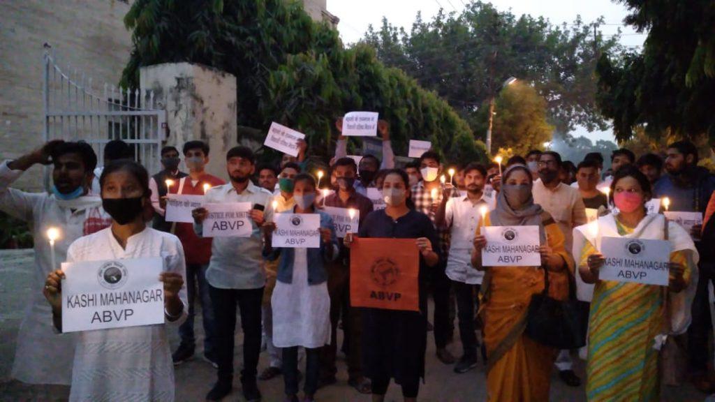 निकिता की न्याय के लिए कैंडल मार्च निकालते अभाविप कार्यकर्ता